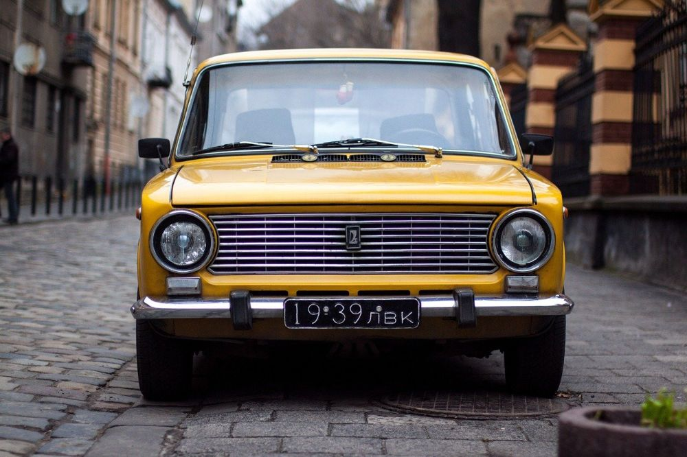 car-1245780_1280